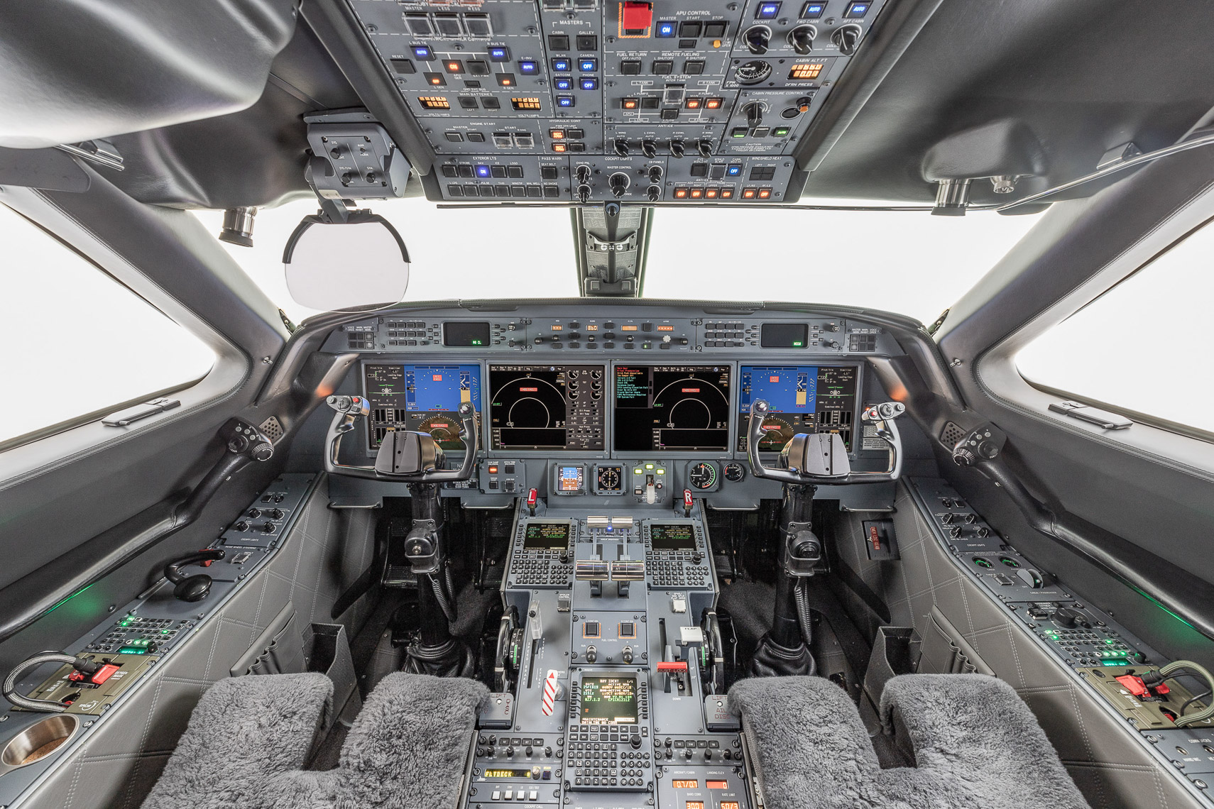 Cockpit view of Gulfstream by professional aviation photographer
